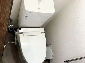 トイレリフォーム 便器の前スペースを広げ、使いやすい空間に仕上げたトイレ
