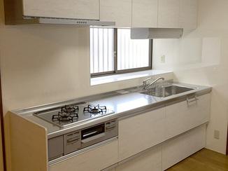 キッチンリフォーム 掃除がしやすく汚れの目立たないシステムキッチン